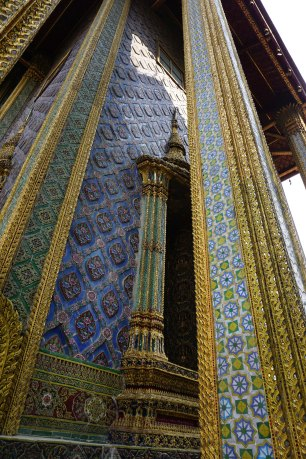 Details of the Phra Mondop